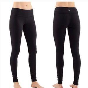🍋 Gently worn Lululemon 28 Wunder Under leggings!